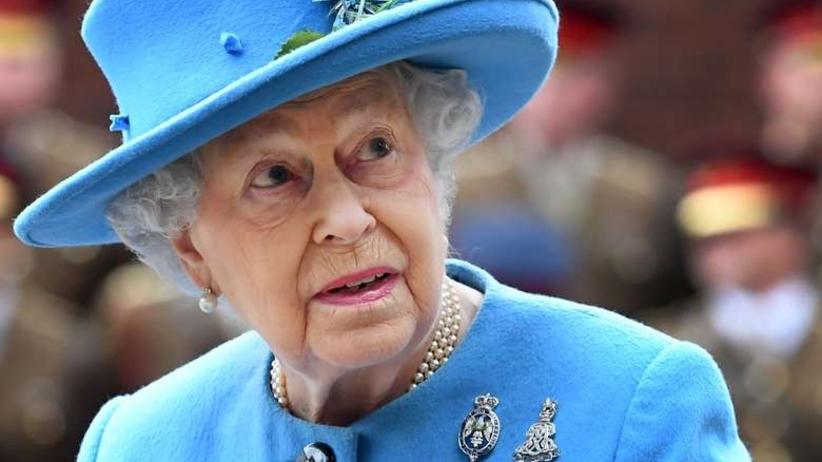 Królowa brytyjska wypowiedziała wojnę plastikowym torbom i słomkom
