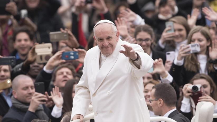 Papież Franciszek: katolicy nie mogą siać zgorszenia podwójnym życiem