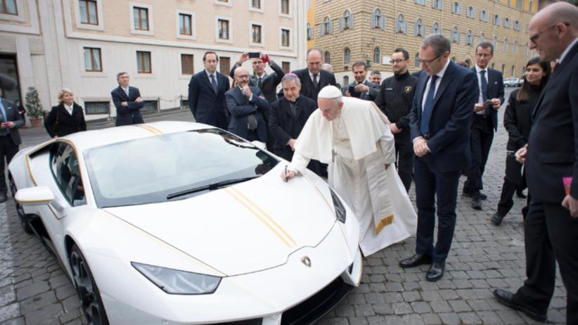 Papież Franciszek otrzymał luksusowy samochód warty 750 tys. złotych