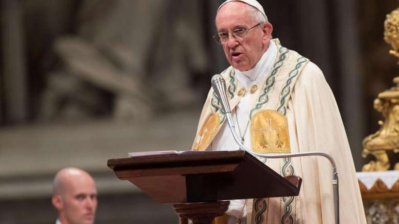 Papież Franciszek porównał islamskich terrorystów do witraży w kościele