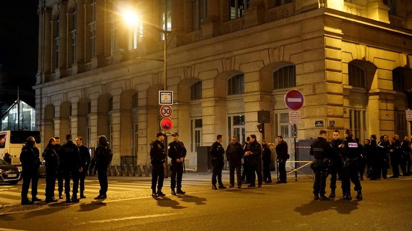 Ewakuacja podróżnych, poszukiwanie 3 mężczyzn. Nocna akcja paryskiej policji