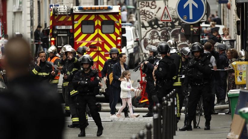 Paryż, napastnik wziął zakładników