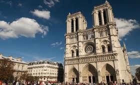 Panika w Paryżu. Mężczyzna zaatakował policjanta