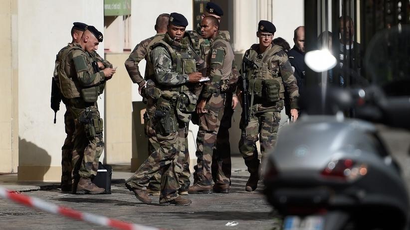 Pojazd wjechał w żołnierzy w Paryżu. Są ranni