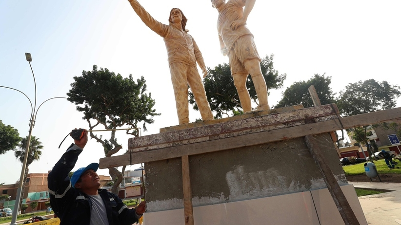 Peru. Po mundialu trenerowi i kapitanowi kadry postawiono pomniki
