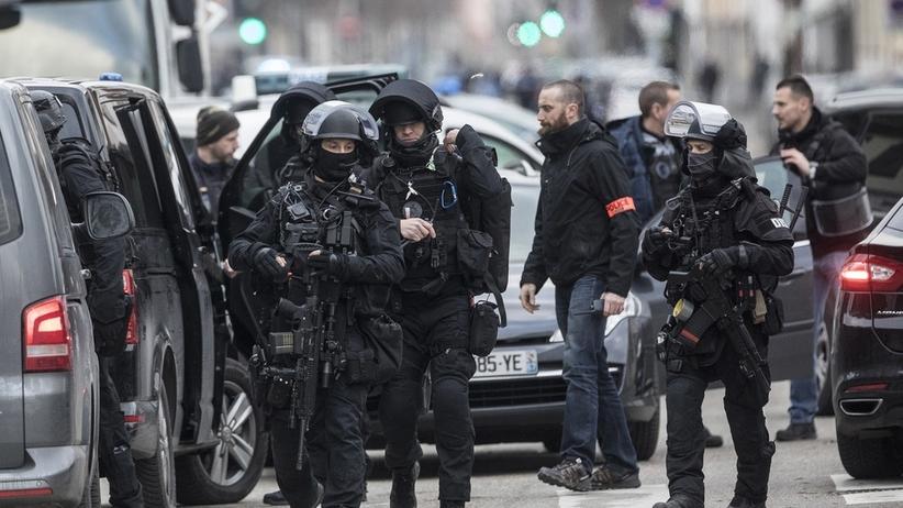 Napastnik ze Strasburga zastrzelony przez policję