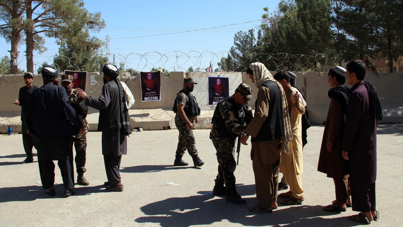 Ataki na policjantów przed wyborami. Kilkadziesiąt osób zabitych