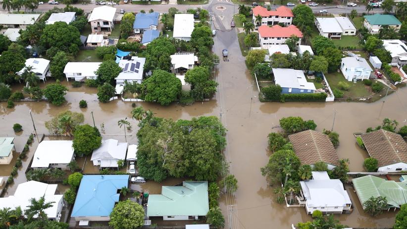 Powódź zabiła dwie osoby. Kilkaset ewakuowano