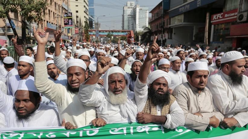 Bangladesz: Protest islamistów przeciw posągowi Temidy przed Sądem Najwyższym