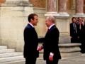 Putin z wielką pompą przyjęty w Wersalu przez Macrona