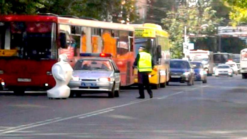Robot uciekł z rosyjskiego laboratorium i wyjechał na ulicę [WIDEO]