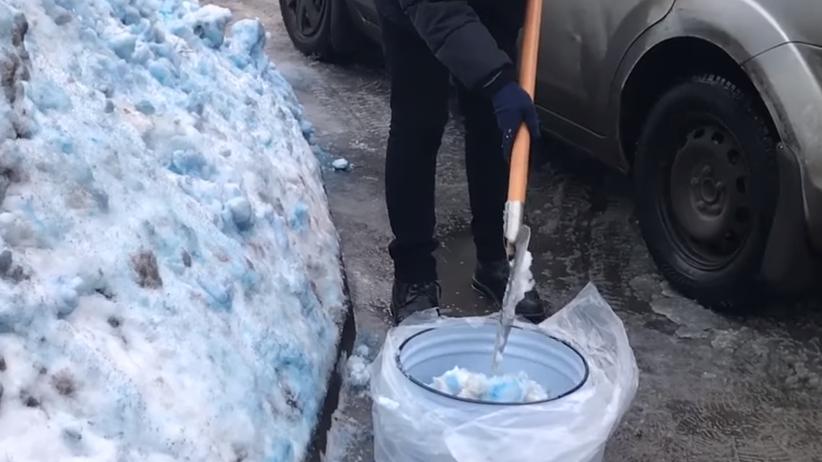 Niebieski śnieg w Rosji. Mieszkańcy są przerażeni [WIDEO]