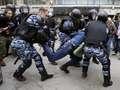Manifestacje w Rosji. Policja użyła pałek i gazu pieprzowego [GALERIA]