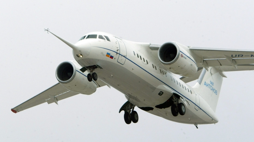 Smutek na lotnisku w Orsku. Krewni czekają na informacje o ofiarach [WIDEO]