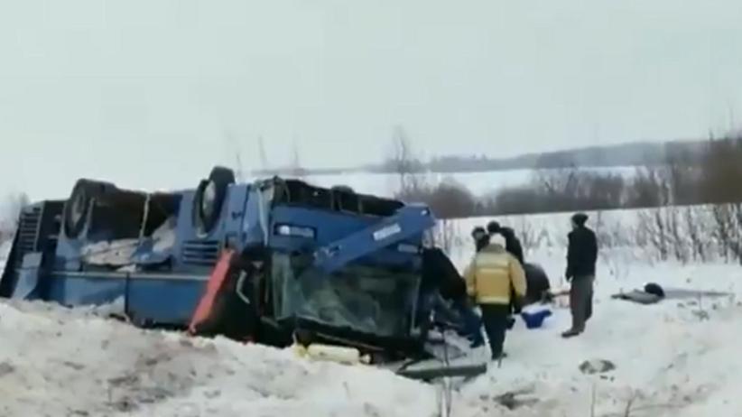 Rosja. Tragiczny wypadek autokaru. Dzieci wśród ofiar [WIDEO]