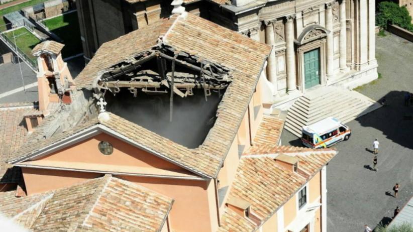 Runął dach kościoła w Rzymie. Biskup: mogło dojść do masakry