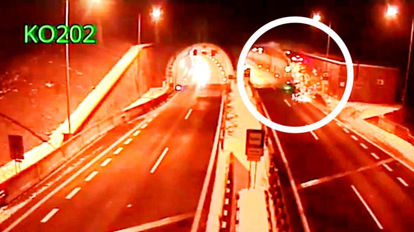Koszmarny wypadek na autostradzie. BMW wyleciało w powietrze [WIDEO]