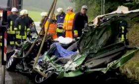 Śmieciarka przewróciła się na samochód. Zginęła 5-osobowa rodzina z dziećmi