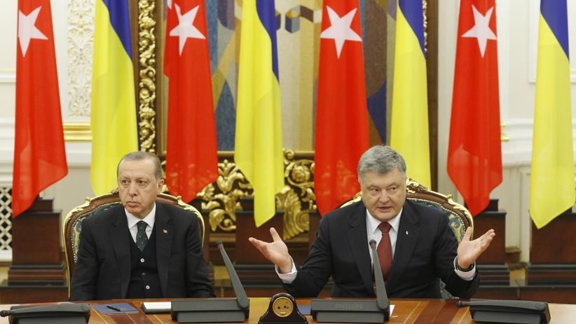 Erdogan przysypiał na spotkaniu z prezydentem Ukrainy [WIDEO]