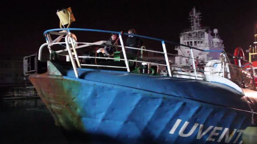 Tonie przepełniony statek z imigrantami. Sygnał MAYDAY na Morzu Śródziemnym