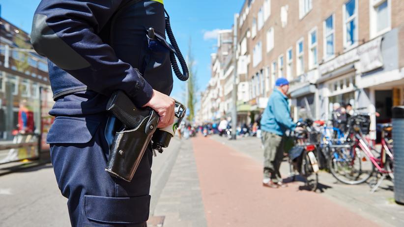 Strzelanina w Amsterdamie. Uzbrojony mężczyzna groził policji