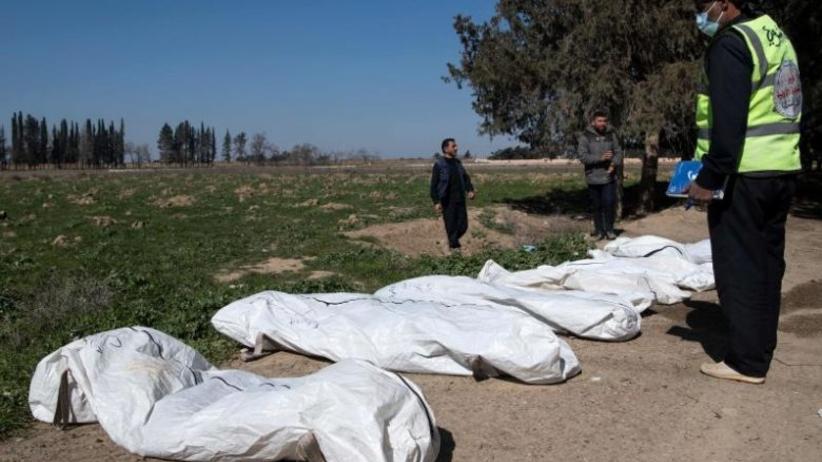 Zbiorowy grób ze zwłokami kilkudziesięciu osób zabitych przez Państwo Islamskie