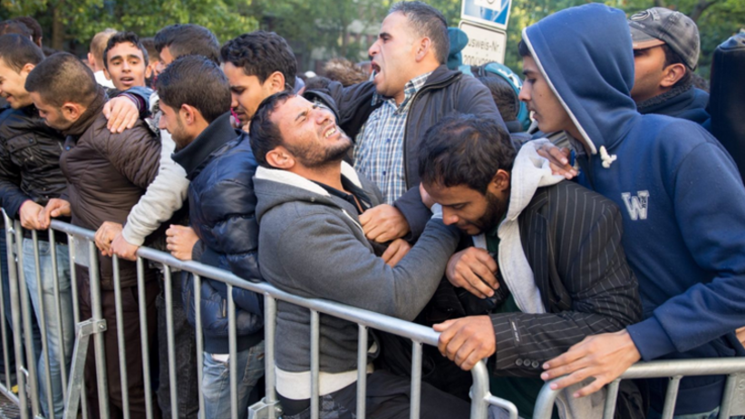 Szef MSW Austrii: aż 90 proc. azylantów ląduje na zasiłku socjalnym