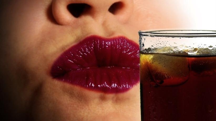 Szokujące odkrycie w puszce Coca-Coli. Napój zanieczyszczono odchodami