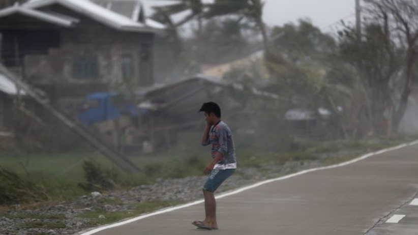 Tajfun Mangkhut dotarł w niedzielę rano do Chin. Więcej ofiar śmiertelnych