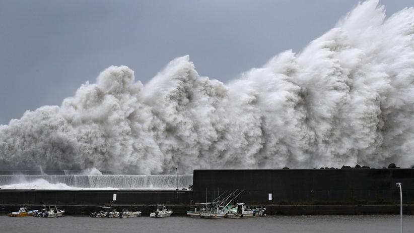 W ciągu najbliższej doby w środkowej Japonii spadnie 500 mm deszczu