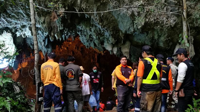 Tajlandia: dzieci uwięzione w jaskini. Deszcz zalał wejście