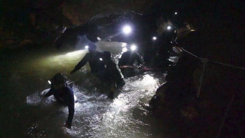 Tajlandia. Dzieci zaginione w jaskini odnalezione