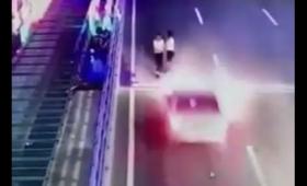 Tragiczny wypadek w Chinach. Młoda kobieta wyleciała w powietrze [WIDEO]