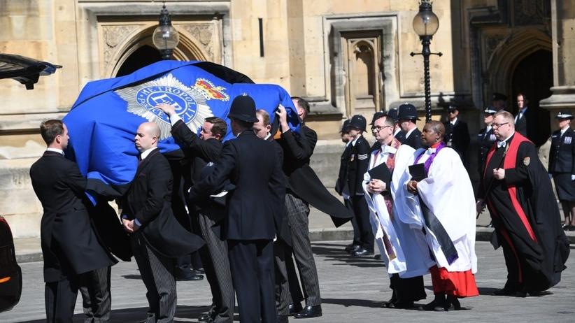 Trumna z ciałem policjanta zabitego w zamachu wystawiona w parlamencie