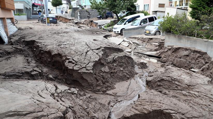 Trzęsienie ziemi w Japonii pozbawiło prawie trzy miliony osób dostępu do prądu. PAP/EPA/JIJI PRESS