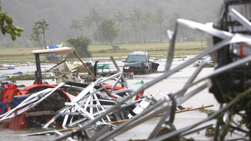 Potężne tsunami uderzyło w Indonezję. Co najmniej 222 ofiary [ZDJĘCIA]
