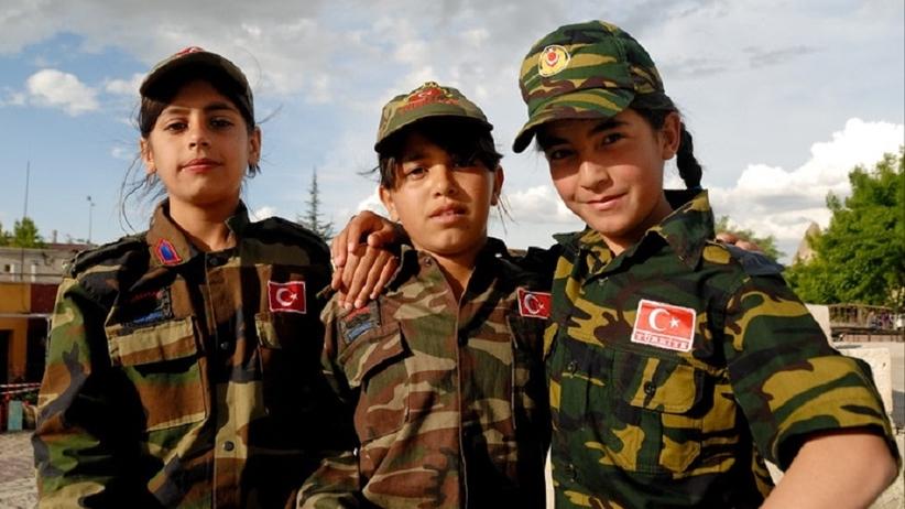 Turcja: wojsko znosi zakaz noszenia islamskiej chusty