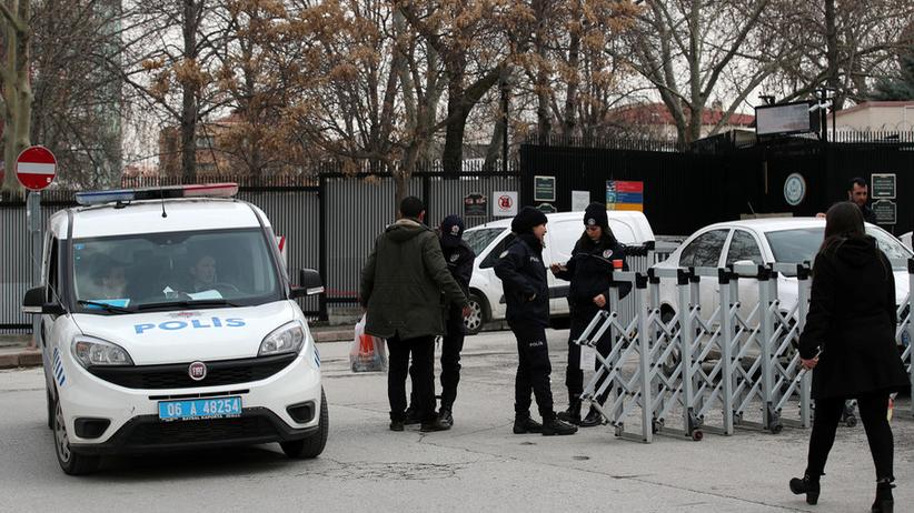 Ostrzelano ambasadę USA. Sprawcy zbiegli