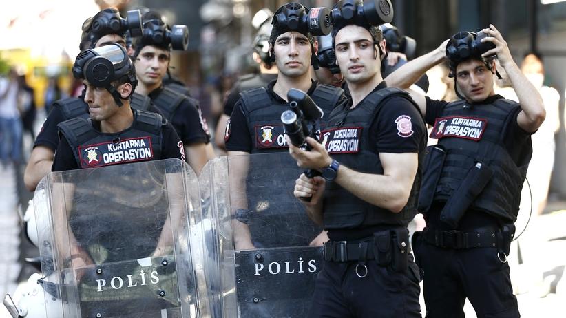 Turcja: Policja strzelała do uczestników marszu równości [GALERIA]