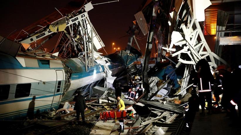 Zderzenie pociągów w Turcji. Co najmniej siedem osób nie żyje, a 43 zostały ranne