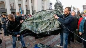 Ukraina. Przeciwnicy władz ustawili miasteczko namiotowe w Kijowie
