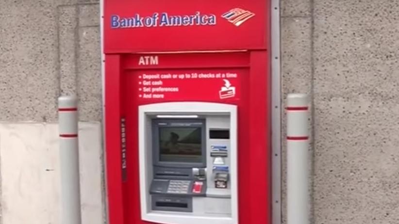 Zamiast pieniędzy, list z prośbą o pomoc. Mężczyzna uwięziony w bankomacie