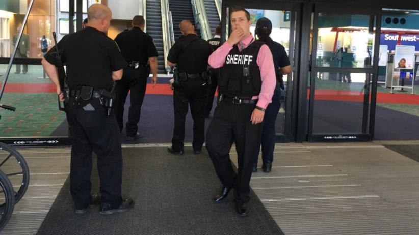 Atak na funkcjonariusza ochrony lotniska w USA. Krzyczał: Allah Akbar