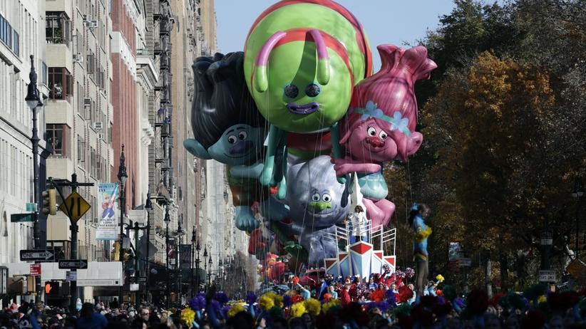 Trzy miliony ludzi na ulicach Manhattanu. 91. Parada Dziękczynienia [GALERIA]