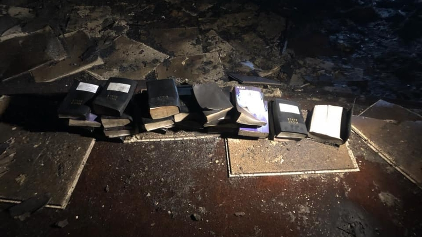 Ogromny pożar niemal doszczętnie strawił kościół. Biblie i krzyż nie były nawet nadpalone [FOTO]