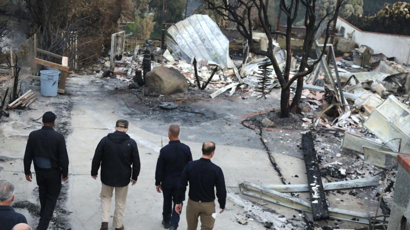 USA. Pożary w Kalifornii. Zginęło 76 osób. Wizyta Donalda Trumpa