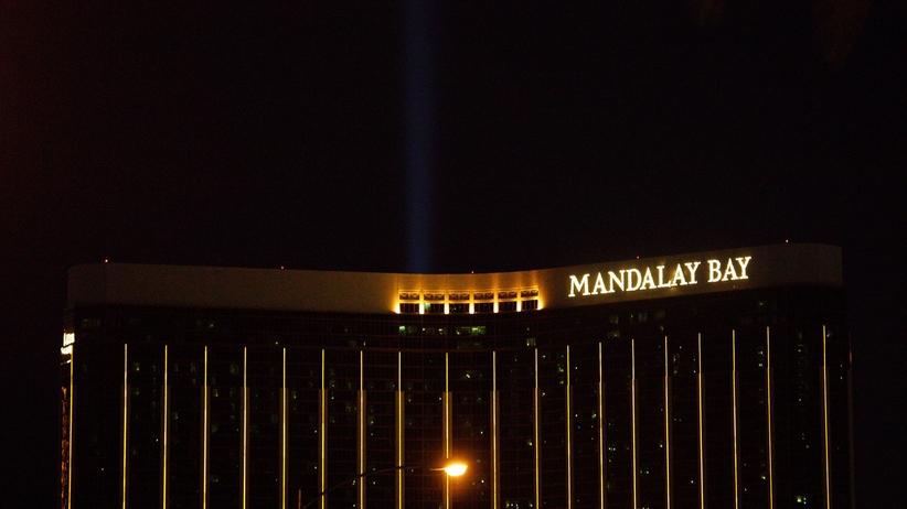 Tragedia w Las Vegas. Udostępniono zdjęcia z hotelowego pokoju mordercy [FOTO]