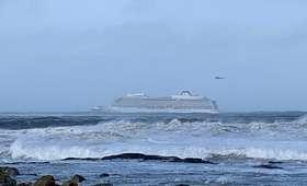 """Groza na pokładzie """"Viking Sky"""". Niemal 1000 osób wciąż uwięzionych na morzu [WIDEO]"""