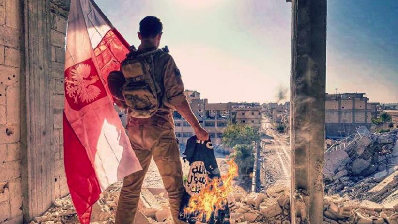 W stolicy ISIS zawisła polska flaga. Terroryści pokonani po 4 miesiącach walk