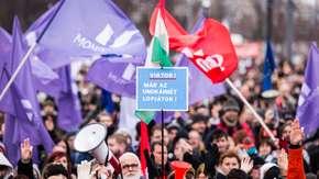 Węgry. Protesty przeciwko Orbanowi i tzw. ustawie niewolniczej w całym kraju
